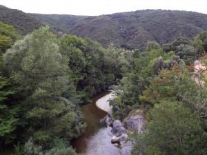 El gual del Pas del Llop per on els trabucaires creuaren el riu Tec, fent camí a Cortsaví