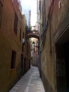 Carrer dels Ocells, prop de la plaça de Sant Pere, que podria haver estat l'escenari de l'assassinat de F. de P. Cuello.