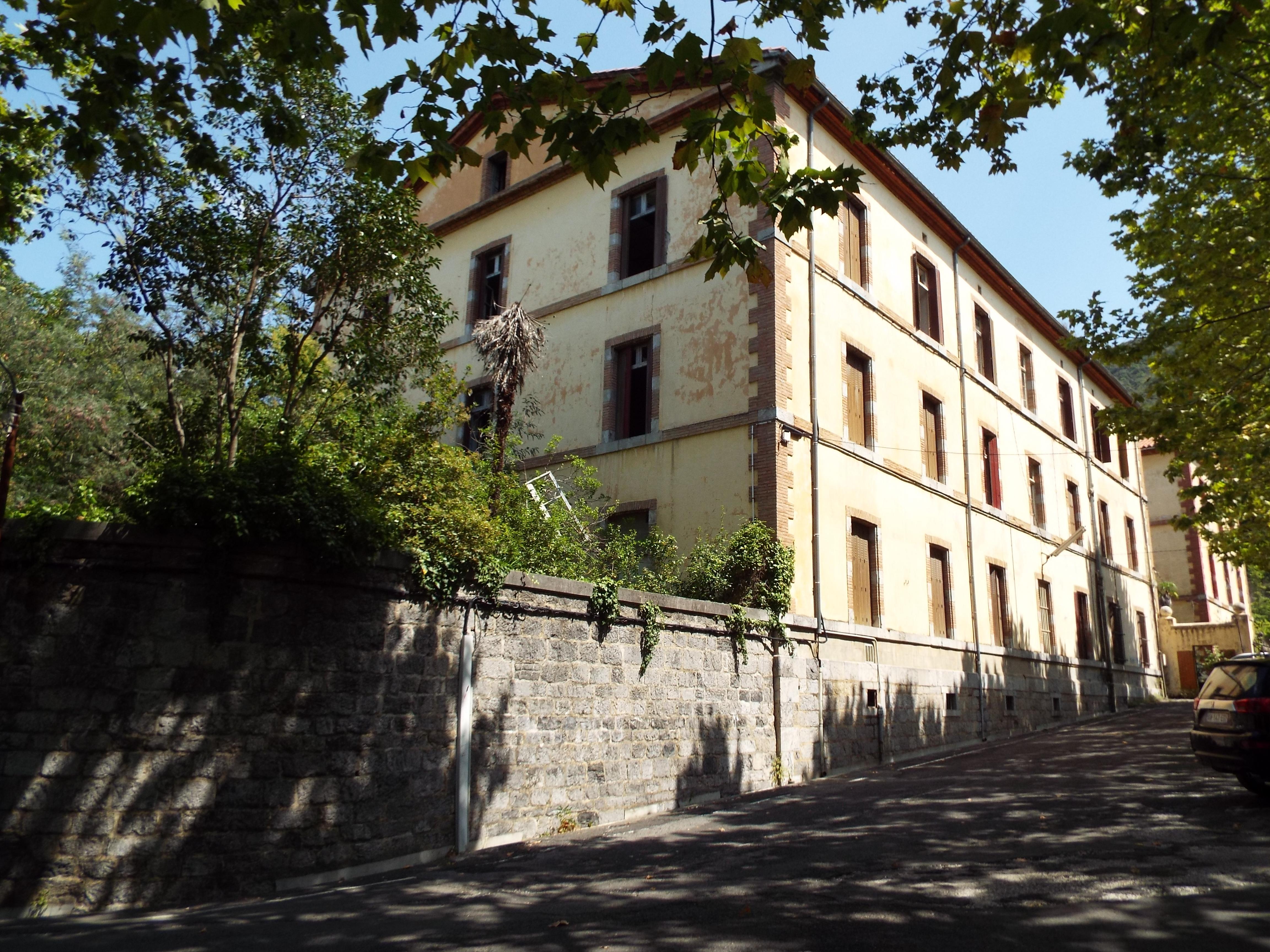 Un edificio del antiguo hospital militar en la actualidad.