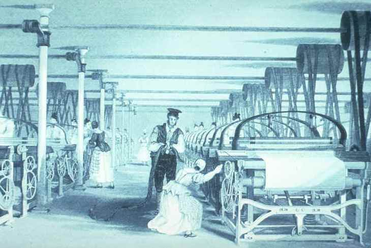 Imatge idíl•lica de l'interior d'una fàbrica tèxtil catalana.