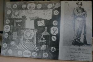 """fotografía del pañuelo """"masón"""" de Tocabens que formaba parte de una exposición en el Rosellón (blog """"Sureda fa temps """")"""